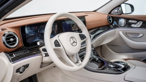 E220d EXCLUSIVE / kallaite green / Leather: designo macchiato beige / saddle AIR BODY CONTROL  E220d  EXCLUSIVE / kallaitgrün / Leder: designo macciatobeige / sattelbraun / AIR BODY CONTROL E 220 d Kraftstoffverbrauch NEFZ (l/100 km) innerorts/außerorts/kombiniert:  4,3/3,6/3,9; CO2-Emissionen kombiniert: 102 g/km Fuel consumption NEDC (l/100 km) urban/ex urban/combined:  4.3/3.6/3.9; C02 emissions combined:  102 g/km